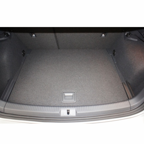 Loading boot area of the VW Golf 7 hatchback